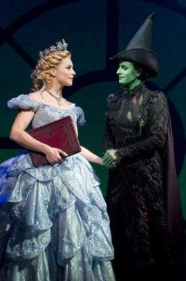 The Oz witches Glinda (Chandra Lee Schwartz) and Elphaba (Jackie Burns)