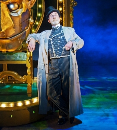 Keith Bartlett as The Wizard in Wicked London